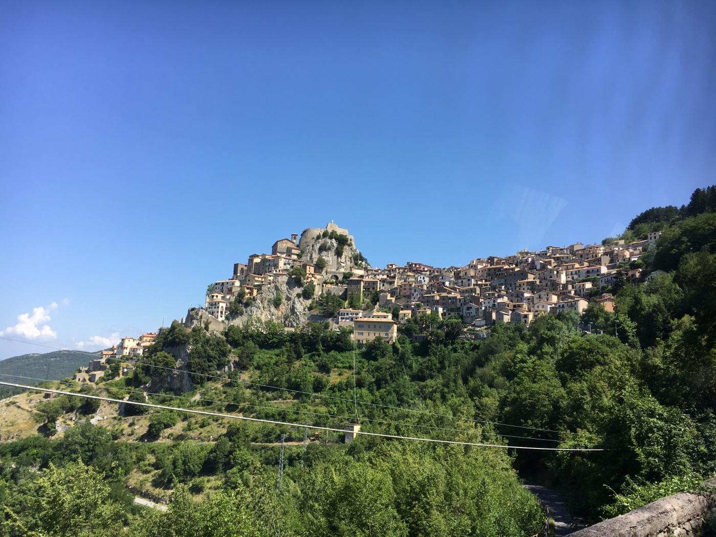 Veduta del borgo di Cervara di Roma