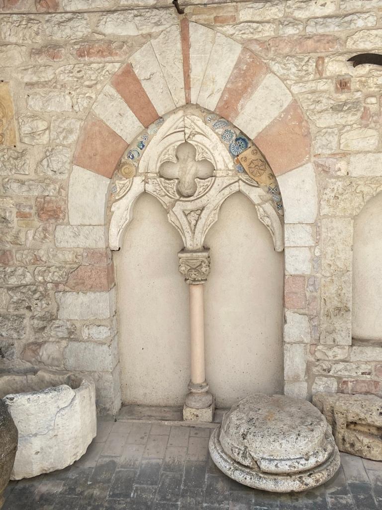 fregio medievale assisi